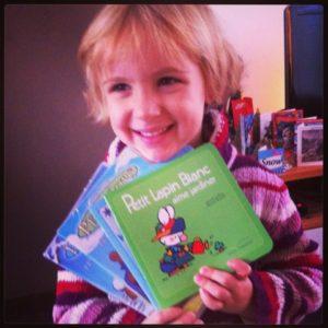 Rachell met boeken FairtradeUpgrade