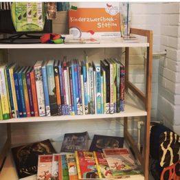 zwerfboekenstation bij FairtradeUpgrade